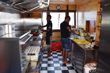Samambaia_Liveaboard_service_on_board_detail_of_the_kitchen