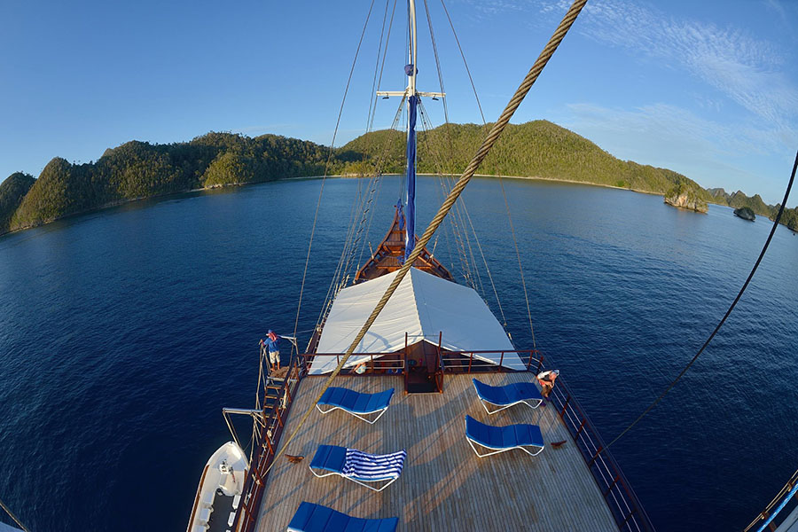 samambaia_liveaboard_private_cruises_charters_indonesia