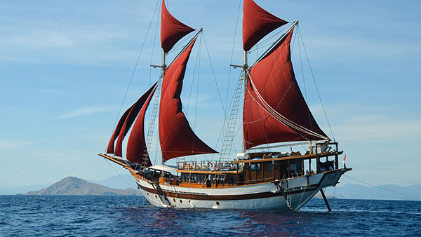 Tiare Cruise the liveaboard built by Cruising Indonesia