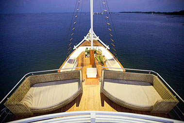 oceanic_liveaboard_outdoors_relax_area