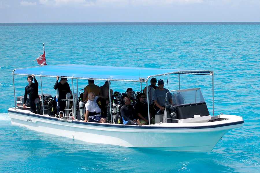 Speedboat and divers in Palau