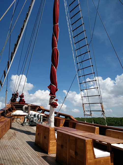 Main deck and mast detail of Tiare Cruise