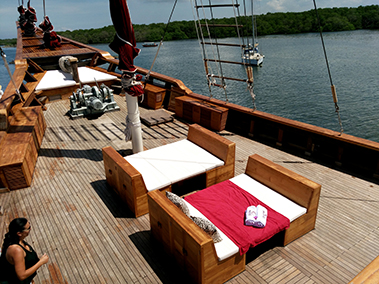 tiare_liveaboard_outdoors
