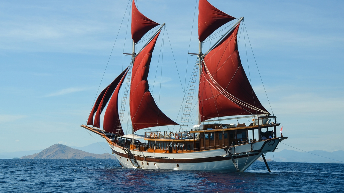 Tiare Cruise luxury phinisi liveaboard built by Cruising Indonesia