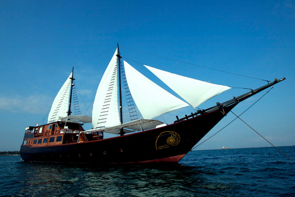Cruising Indonesia as Samata Liveaboard's agent, is committed to ensuring you a perfect diving holiday