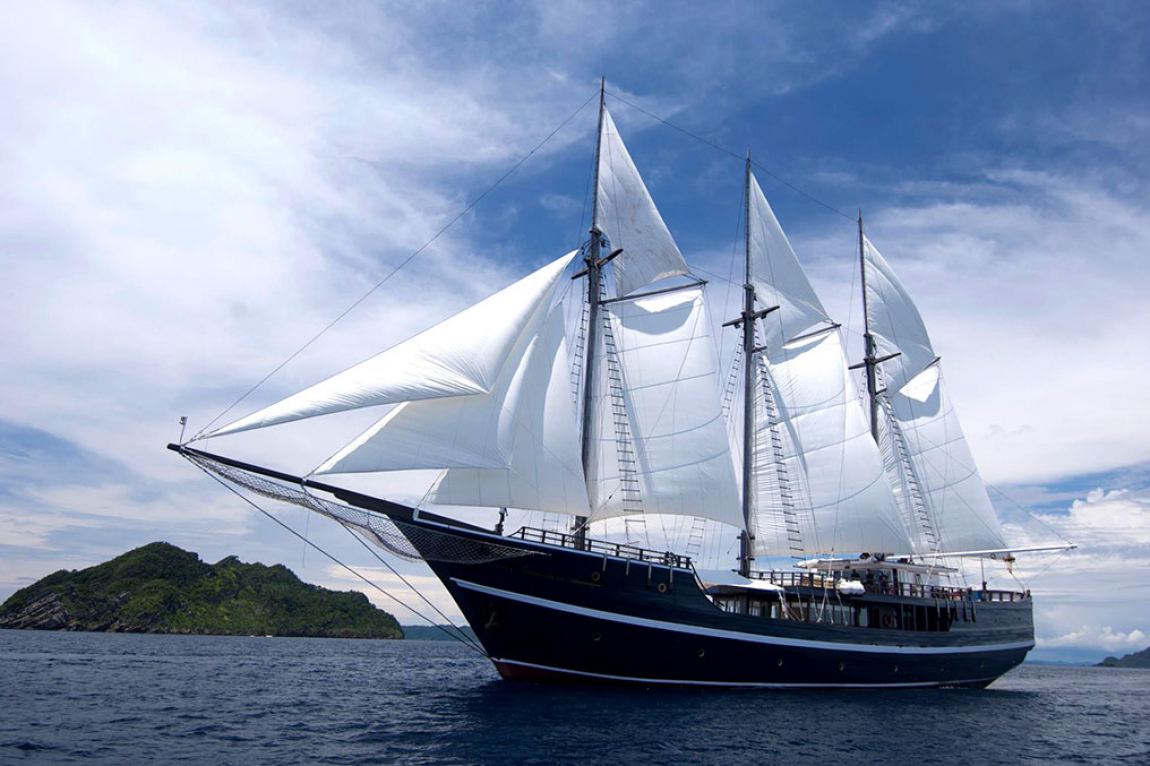 The Liveaboard Dewi Nusantara